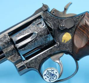 """Smith & Wesson - SOLD Smith & Wesson Full coverage Engraved Model 19-2 4"""" Unfired Blue with a lot of Gold - Image 4"""